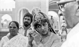 2e1ax_timeless_entry_hema-on-the-sets-of-razia-sultan-1